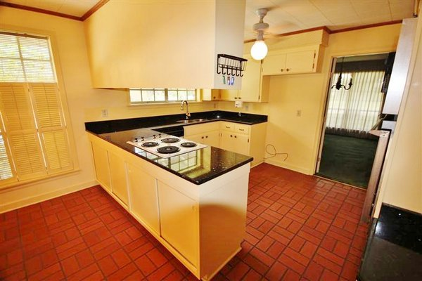 dated-baton-rouge-kitchen (1)
